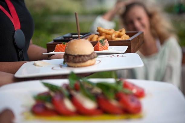auswahl an appetithäppchen - spieltag vorspeisen stock-fotos und bilder