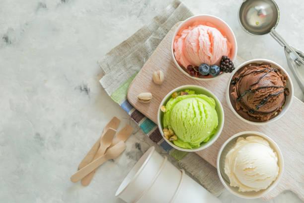 seçim kağıt koniler olarak renkli dondurma kaşık toz - ice cream stok fotoğraflar ve resimler