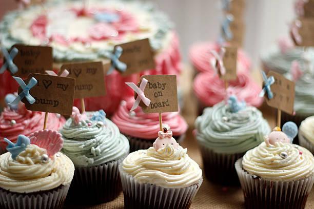 selección de cupcakes - baby shower fotografías e imágenes de stock