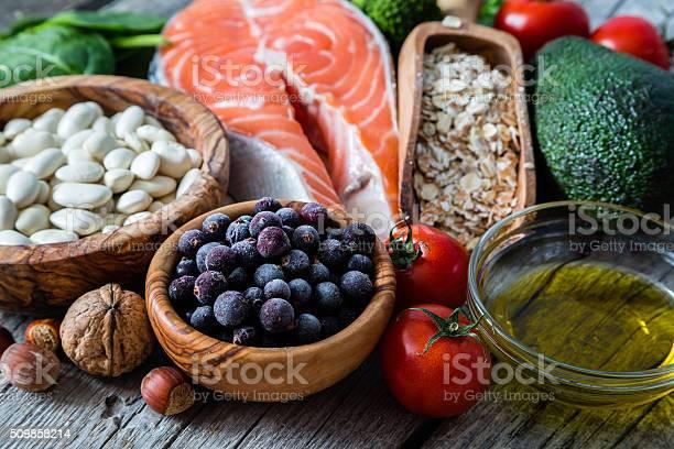 Auswahl An Speisen Das Ist Gut Für Das Herz Stockfoto und mehr Bilder von Abnehmen