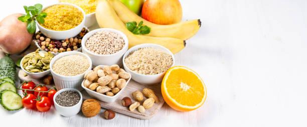 selección de fuentes de hidratos de carbono buena. dieta vegana saludable - carbohidrato fotografías e imágenes de stock