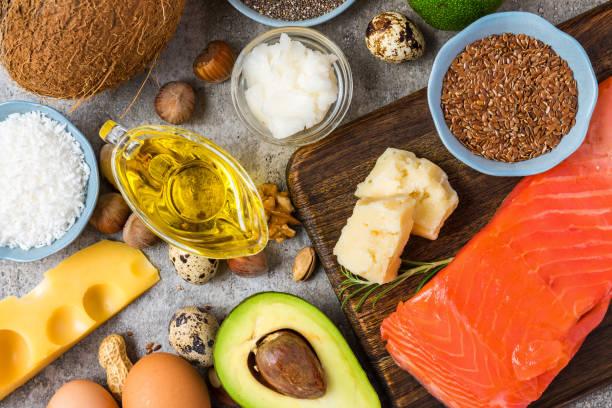 選擇良好的脂肪和歐米茄3來源。健康飲食理念。生酮飲食。 - 脂肪 營養 個照片及圖片檔