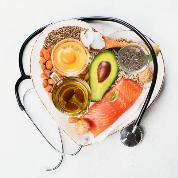 selección de fuentes de grasa saludables - omega 3 fotografías e imágenes de stock