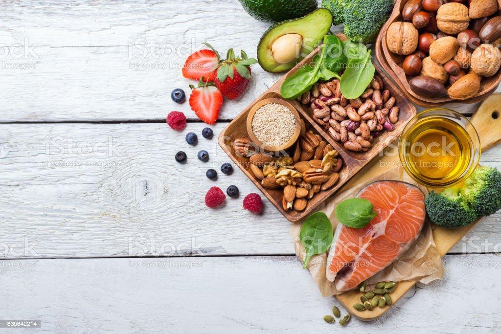 Choix d'aliments sains pour le cœur, le concept de vie - Photo