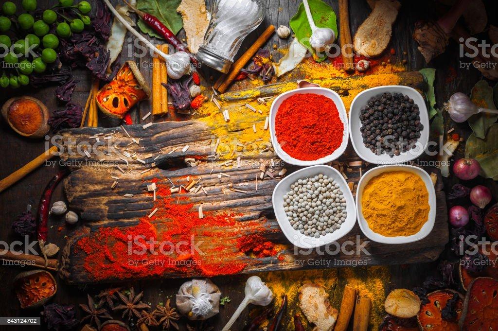 Selección De Especias Hierbas E Ingredientes Para Cocinar Fondo De ...
