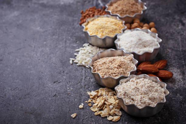 sélection de différents farine libre de gluten - sans gluten photos et images de collection