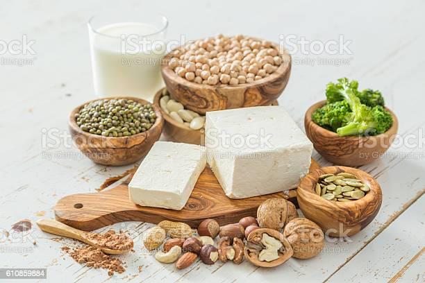 Selection Vegan Protein Sources On Wood Background Stockfoto en meer beelden van Achtergrond - Thema