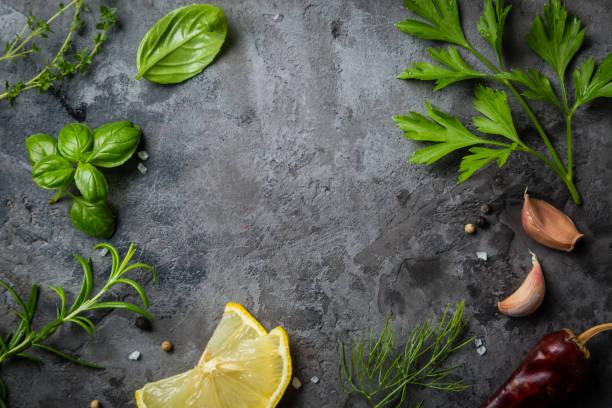 selectionof herbs and spices on stone background - liść mięty przyprawa zdjęcia i obrazy z banku zdjęć