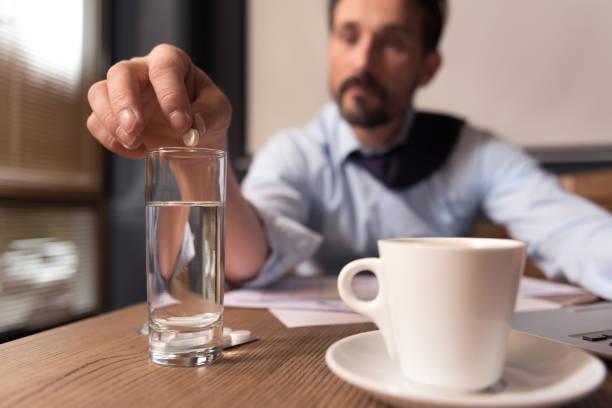 selective focus of a pill being put in water - leitungswasser trinken stock-fotos und bilder