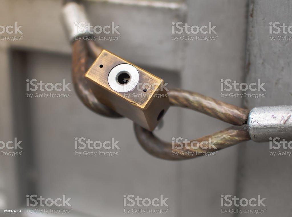 Como abrir una puerta de metal con llave