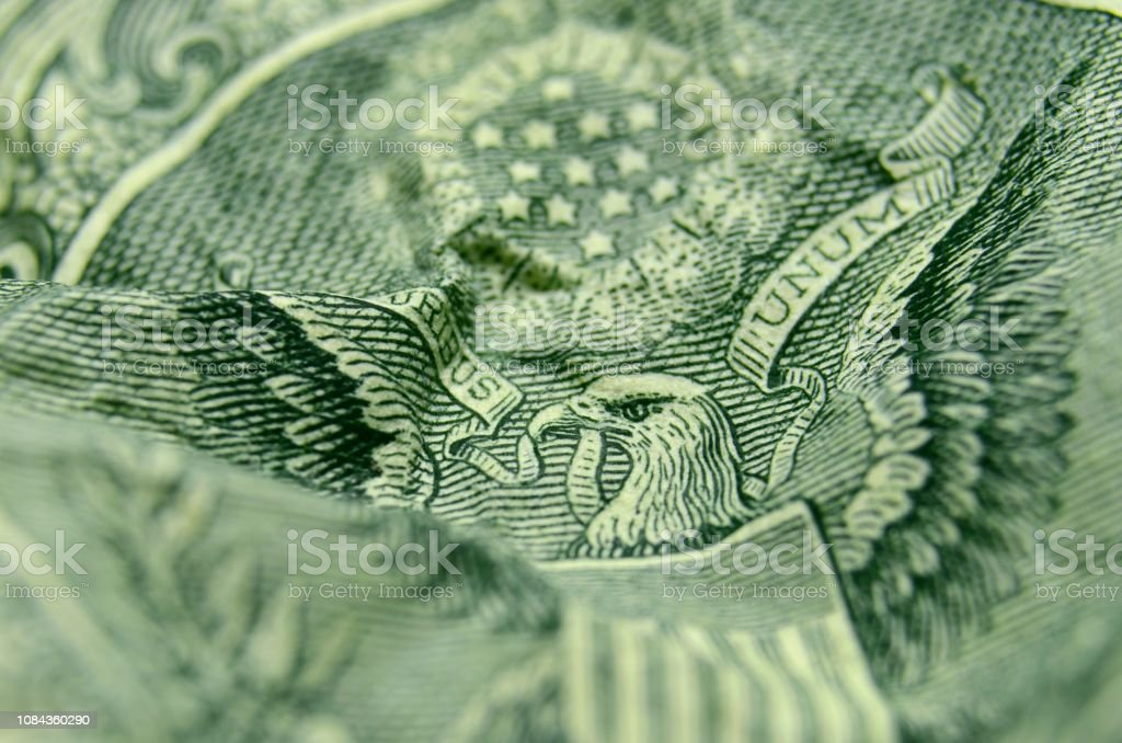 Selective focus on the eagle's face from the reverse of the US 1 dollar bill. - Стоковые фото 1 доллар - Бумажные деньги США роялти-фри