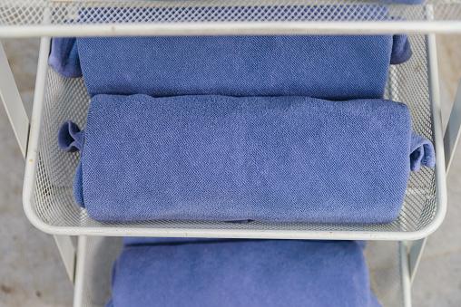 Selective Focus To Rolled Blue Towels Relax Time - zdjęcia stockowe i więcej obrazów Basen
