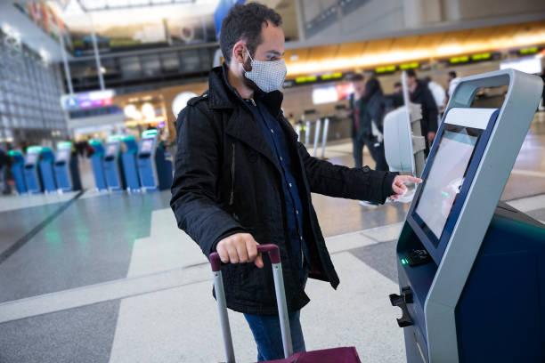 Selbst-Check-in am Flughafen – Foto