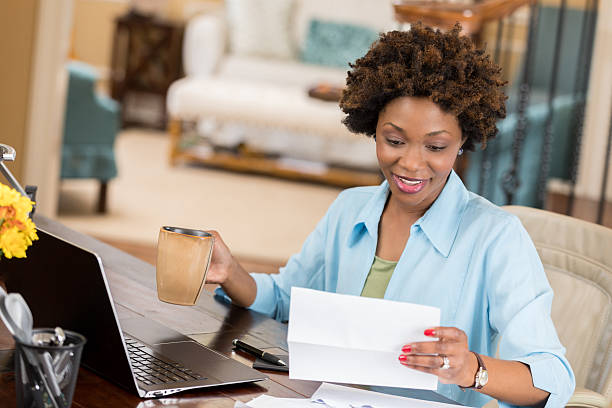 Self employed woman reads her mail in home office – Foto