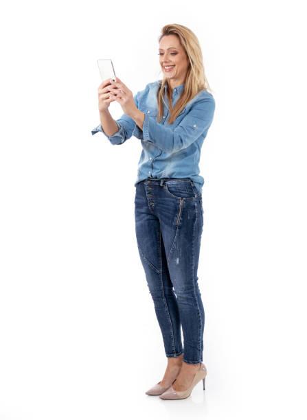selbstporträt von einer attraktiven frau - damenschuhe 44 stock-fotos und bilder