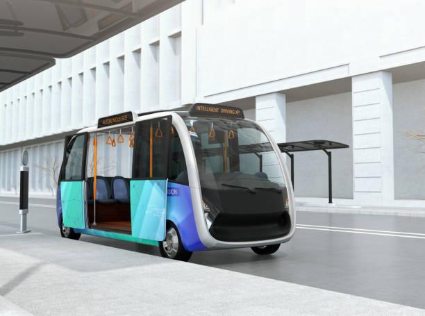 自動運転の送迎バスがバス停で待っています。 - バス ストックフォトと画像