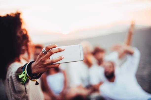 selfie hand - armband water stock-fotos und bilder
