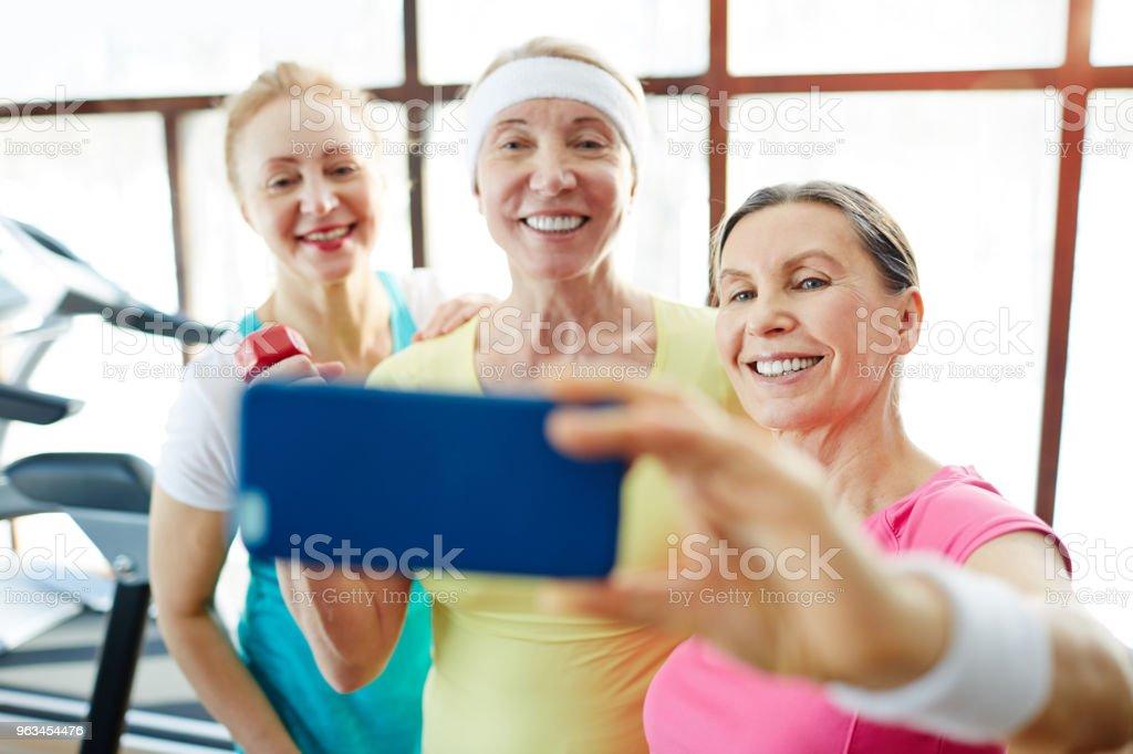Selfie dans la salle de gym - Photo de Adulte libre de droits