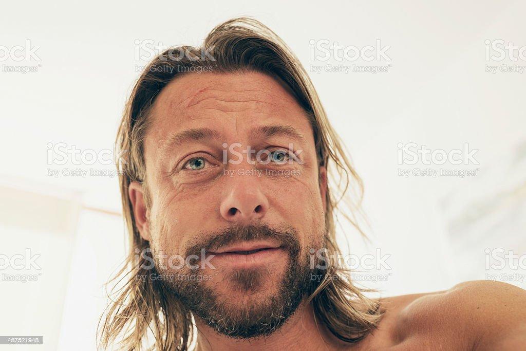Selfie Von Junger Mann Mit Langen Blonden Haar Und Bart Stock
