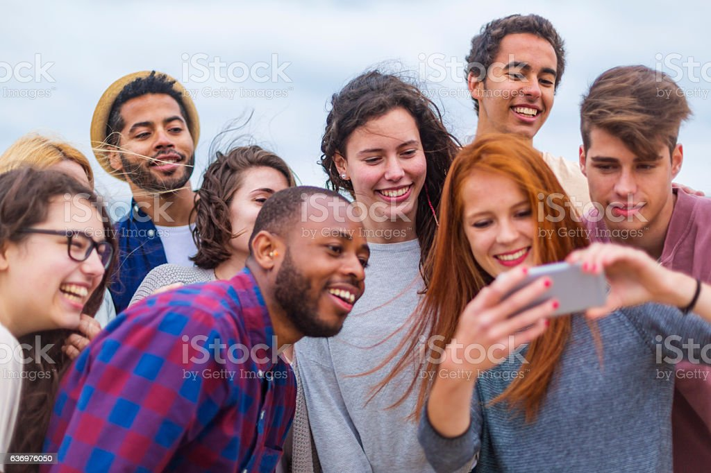 POV Selfie Of Young People Partying On A Beach Lizenzfreies Stock Foto
