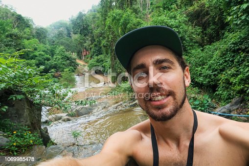 istock Selfie on Vacation! 1069985478