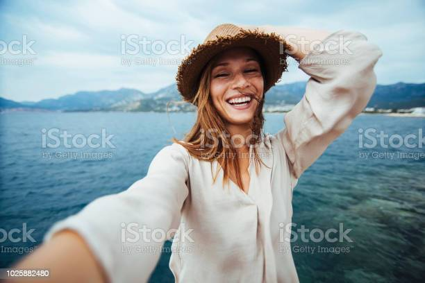 Selfie picture id1025882480?b=1&k=6&m=1025882480&s=612x612&h=bwqjtfg4x07gpiobimfp6zaook8jswcfekti8hxsmoc=