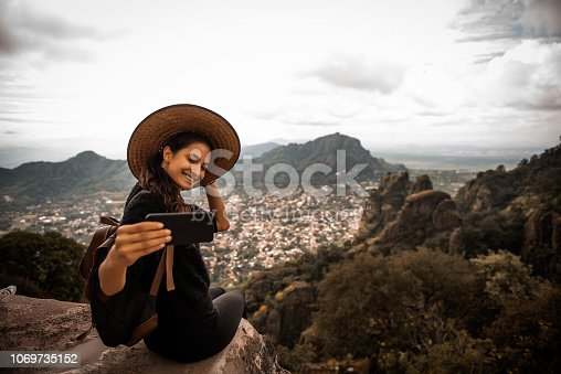 Argentinian woman traveling Mexico. She is making a self portrait