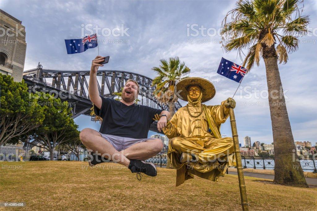 Selfie met een van's werelds grootste levitatie artiesten in de buurt van Sydney Harbour Bridge, Australië foto