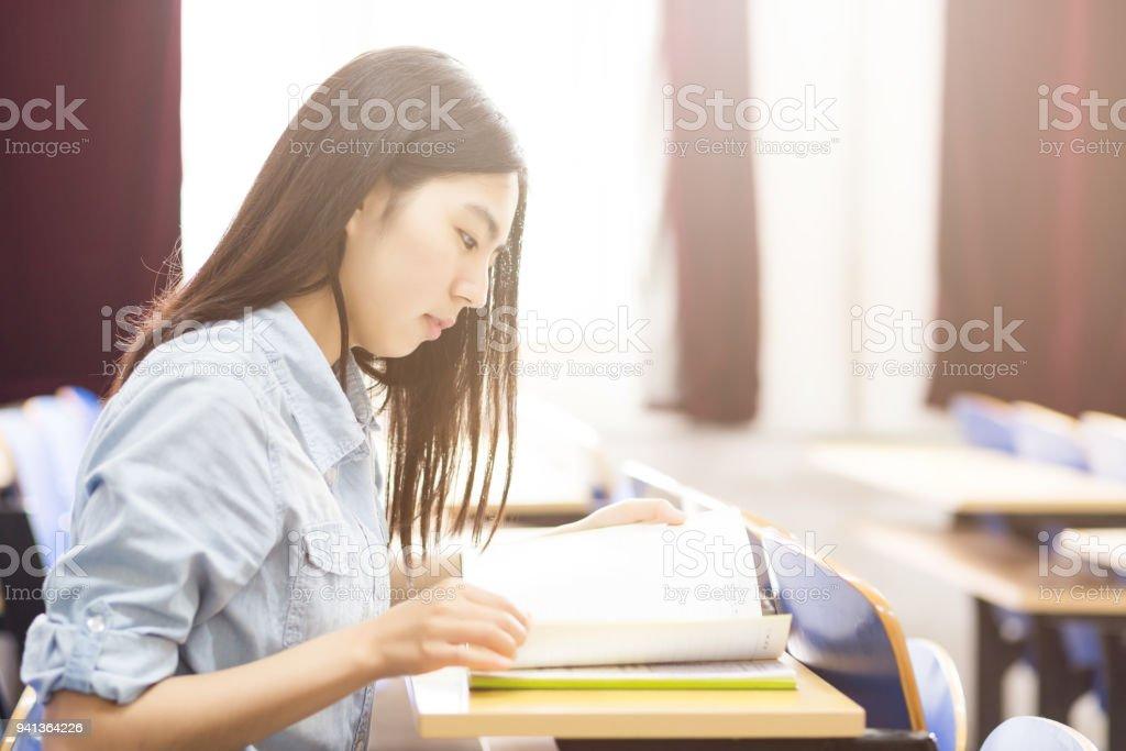 教室で自習生 ストックフォト