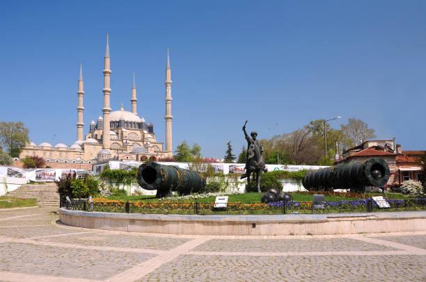 selimiye moschee und mehmet statue - selimiye moschee stock-fotos und bilder