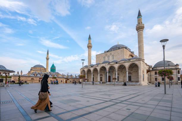 selimiye moschee und mevlana museum in konya, türkei - selimiye moschee stock-fotos und bilder