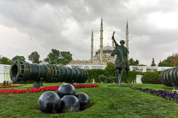 selimiye moschee und denkmal der osmanische sultan mehmed ii (mehmed der eroberer) in der stadt edirne, ost-thrakien, türkei - selimiye moschee stock-fotos und bilder