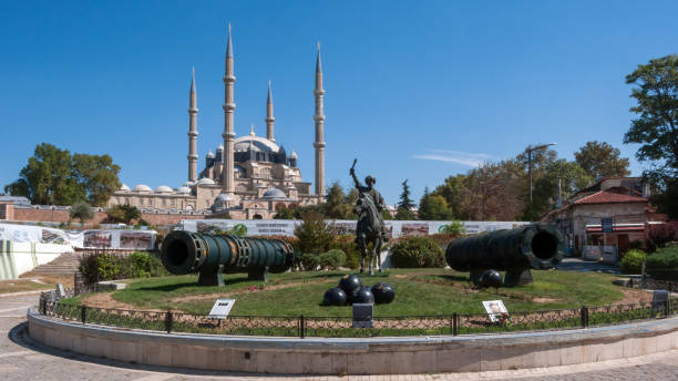 selimiye moschee und denkmal der osmanische sultan mehmed ii (mehmed der eroberer) in der stadt edirne, ost-thrakien, türkei - edirne stock-fotos und bilder