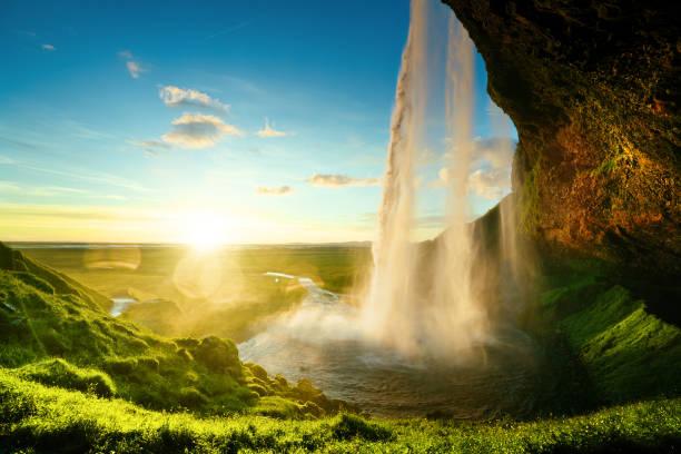 seljalandfoss waterfall in summer time, iceland - islandia zdjęcia i obrazy z banku zdjęć