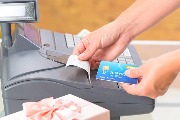 seller at gift shop using cash register - kassenbon stock-fotos und bilder