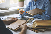 istock seller tells about 3 layer parquet floor to customer 1306105192