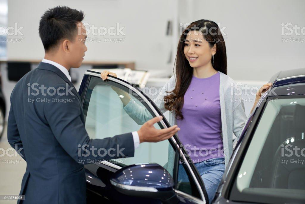 Verkauf von Autos – Foto