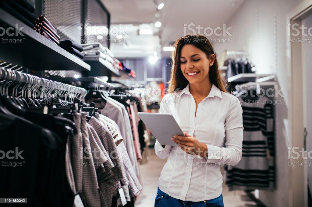 Online verkopen - Royalty-free Alleen volwassenen Stockfoto