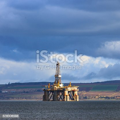 istock Semi Submersible Oil Rig at Cromarty Firth 528308566