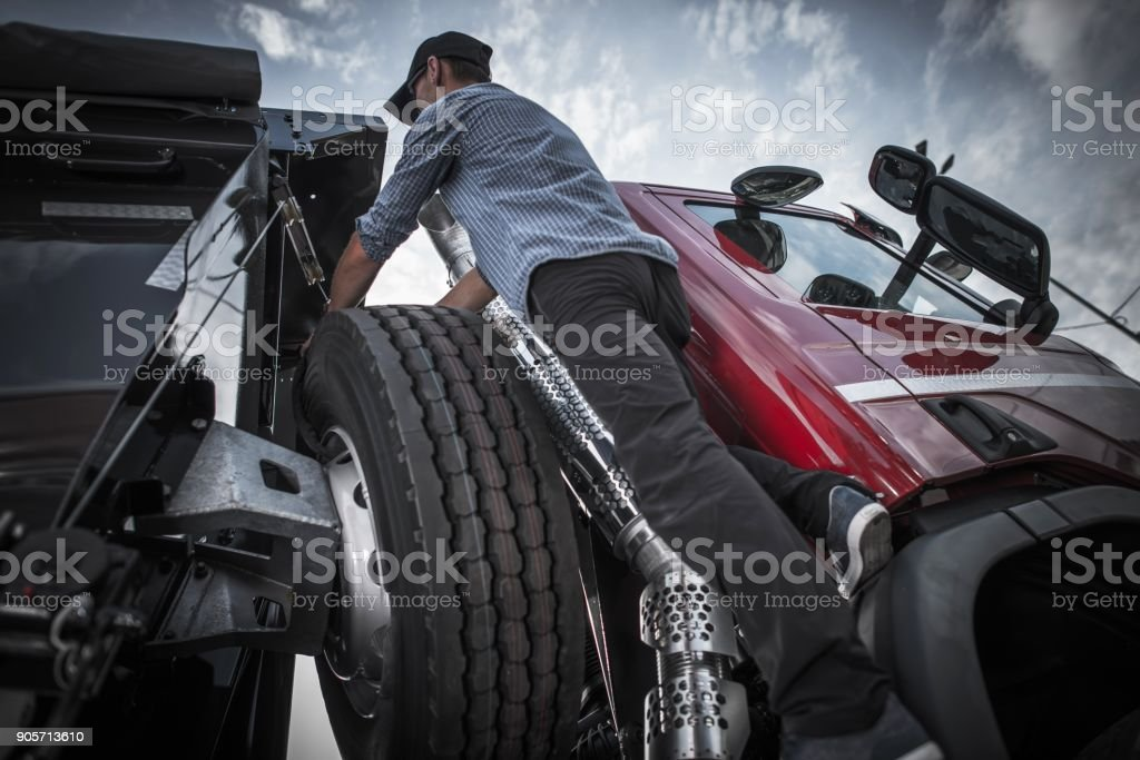Preparación para conducir camiones - foto de stock