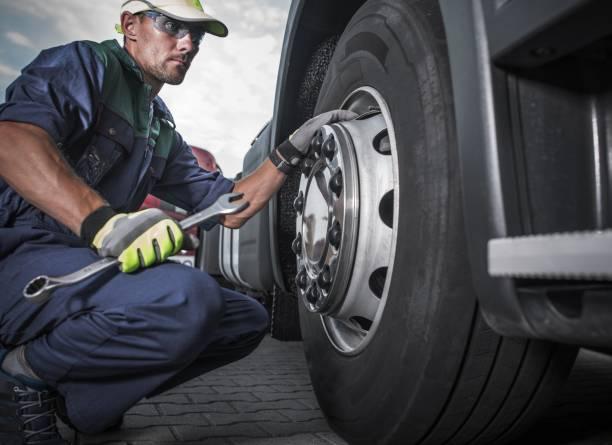 semi truck wheel maintenance - transport truck tyres foto e immagini stock