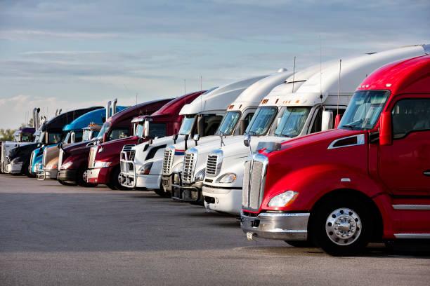 Semi Trucks parked at Truck Stop, Missouri – Foto