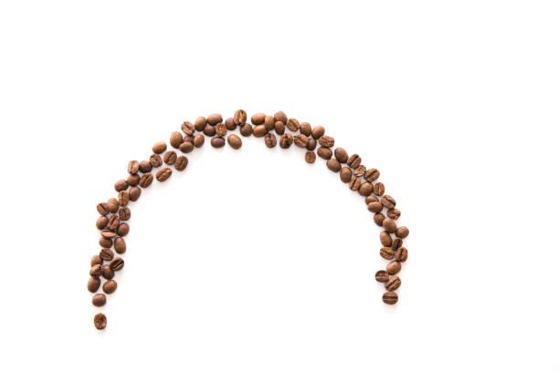 un demi-cercle de grains de café - demi cercle photos et images de collection