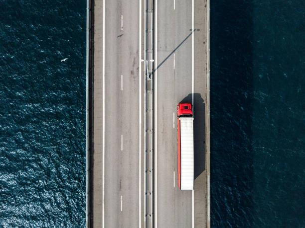 semi-lastbil passerar öresundsbron - drone copenhagen bildbanksfoton och bilder