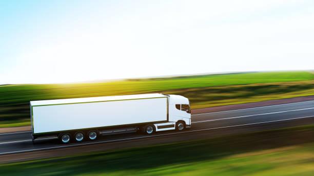 sattelzug mit anhänger auf der straße - pickup trucks stock-fotos und bilder
