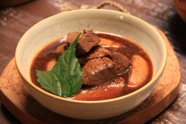 semur daging sapi tradisional yang manis dan gurih - semur daging potret stok, foto, & gambar bebas royalti