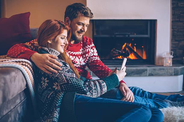 sending christmas greeting cards - weihnachtsprogramm stock-fotos und bilder