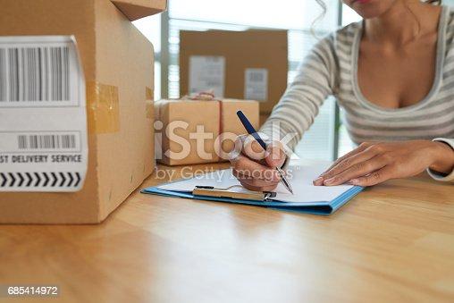 istock Sending parcels 685414972