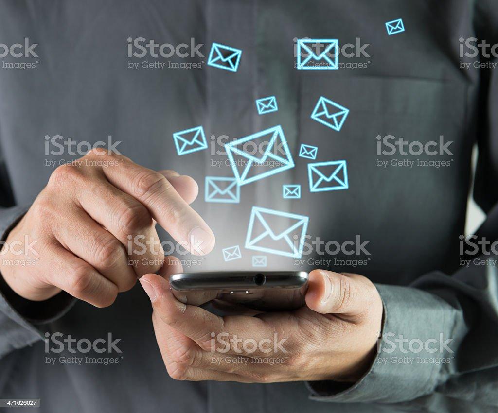 Versenden von sms - Lizenzfrei Abschicken Stock-Foto