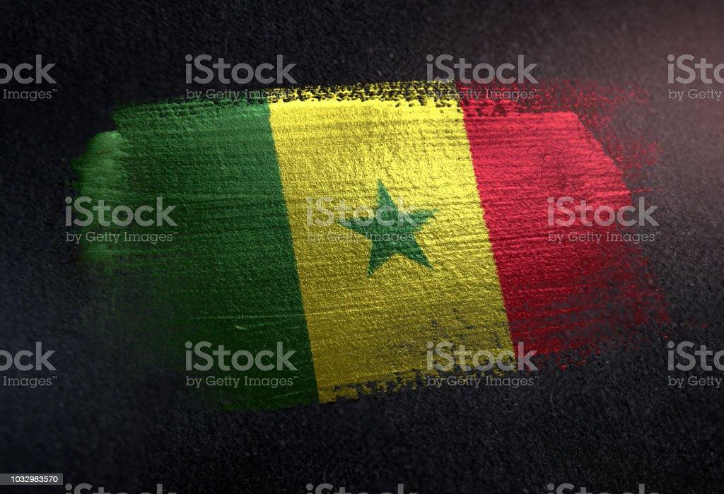 Bandeira do Senegal feita de tinta escova metálica na parede escura Grunge - foto de acervo